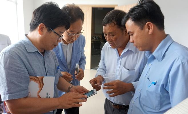 Ông Shin Youngsoo, giám đốc điều hành công ty NE BIO - Hàn Quốc (bia trai) ket noi voi DN tai CT