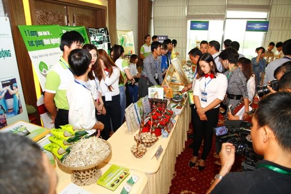 Sản phẩm khởi nghiệp từ nông nghiệp của các bạn trẻ đồng bằng tham gia triển lãm tại Mekong Connect rất được quan tâm.
