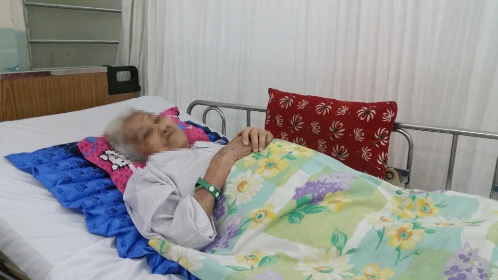 Ngày 22/2/2017 thông tin từ bệnh viện Bình Dân cho biết đã cứu sống cụ bà V.T.C, 90 tuổi, ngụ tại quận 10, TP.HCM, nhập viện trong tình trạng lơ mơ, tụt huyết áp, trụy mạch do sốc mất máu cấp vì vỡ túi phình động mạch chủ bụng.