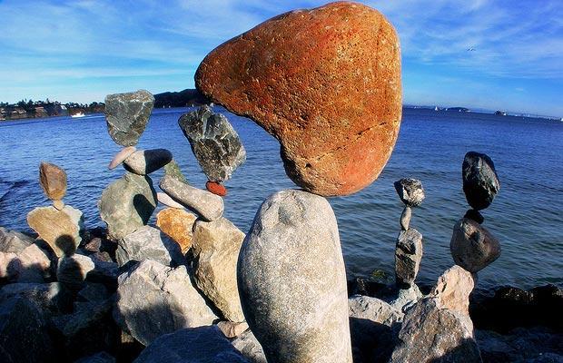 """Ông nói: """"Tôi thấy nhiều ụ đá trong khi tôi bách bộ và tôi bị chúng cuốn hút bởi việc chúng được nhiều người xếp chung với nhau nhằm một mục đích chung."""""""