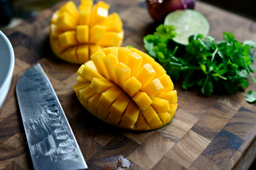 Đó là phát hiện của các nhà khoa học thuộc Viện Công nghệ Illinois – Chicago (Hoa Kỳ). Thế nhưng nghiên cứu này lại gây tranh cãi vì nó được tài trợ bởi National Mango Board, tổ chức của các nhà cung cấp trái cây lạ của Hoa Kỳ.