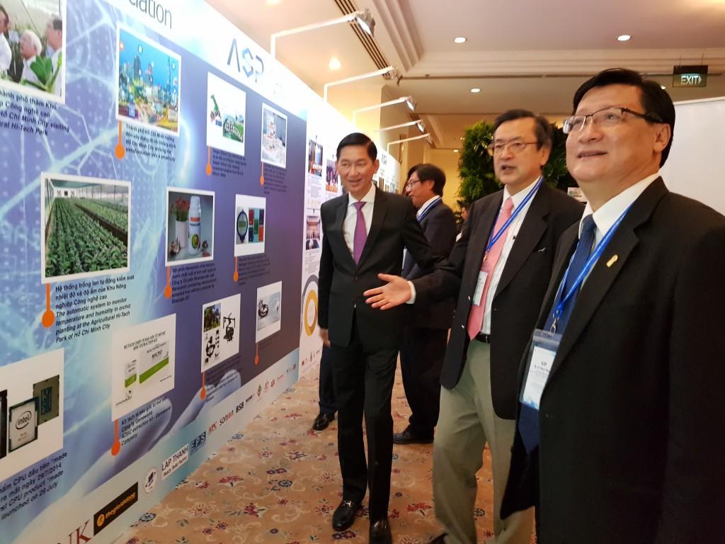 T.S Lê Hoài Quốc, trưởng ban quản lý khu công nghệ cao TP.HCM giới thiệu những hoạt động về công nghệ cao tại Việt Nam