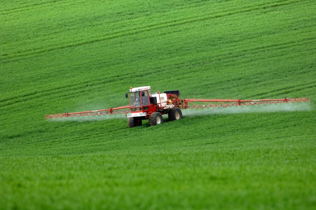 ACAEPC Crop spraying crops spray farm farming tractor, Britain UK