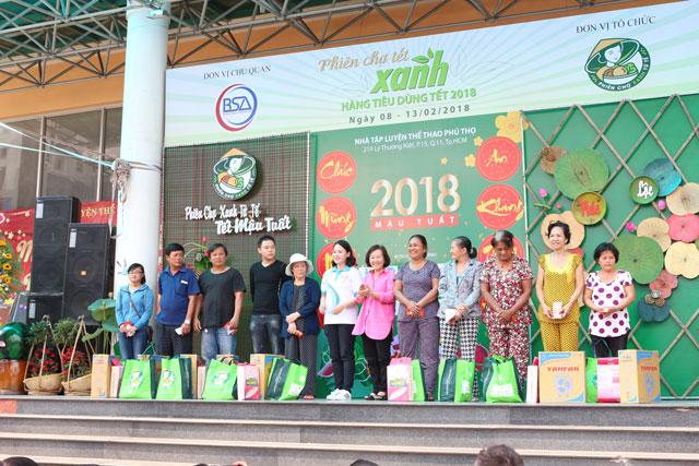 phien-cho-tet-xanh-hang-tieu-dung-tet-2018-chinh-thuc-mo-cua+3