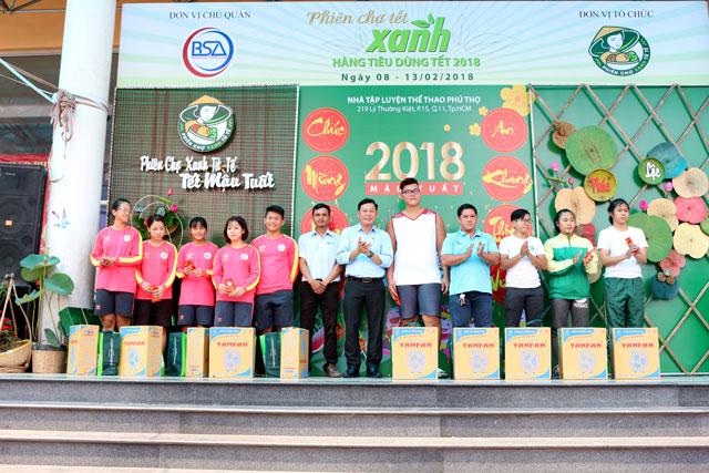 phien-cho-tet-xanh-hang-tieu-dung-tet-2018-chinh-thuc-mo-cua+5