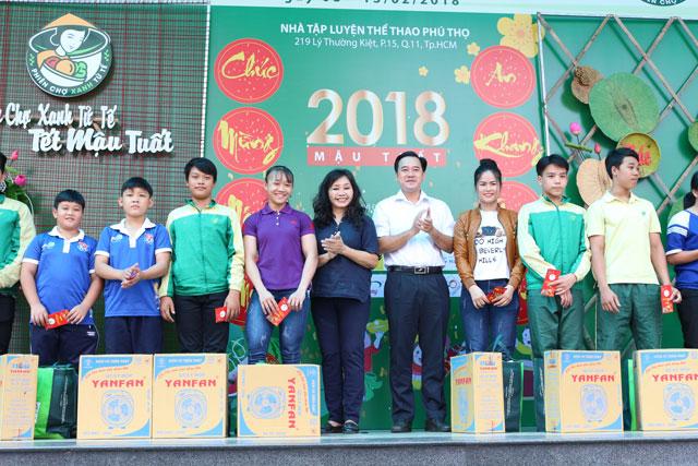 phien-cho-tet-xanh-hang-tieu-dung-tet-2018-chinh-thuc-mo-cua+6
