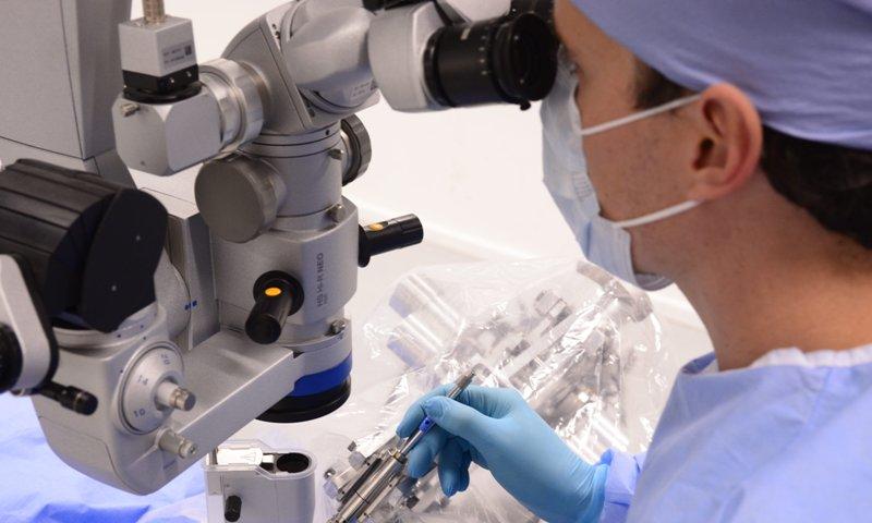 robot mổ mắt