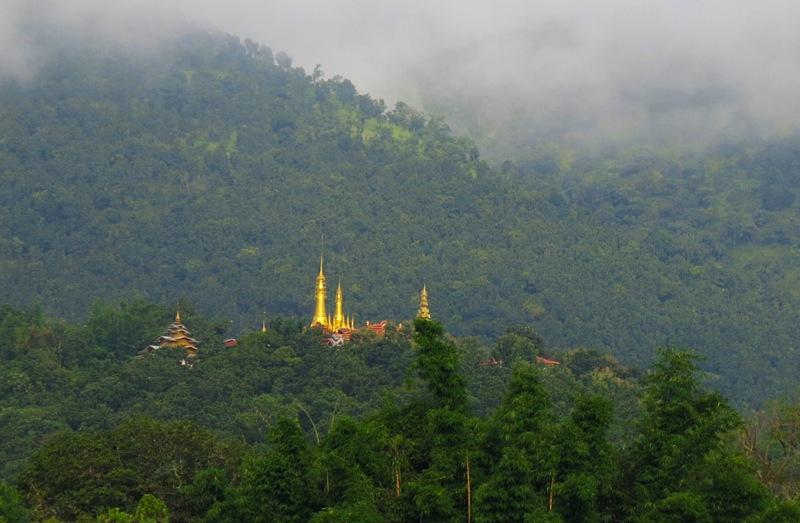 2b. Chênh vênh sườn đồi những chùa, bảo tháp nhấn thêm nét duyên quê Nyaungshwe.