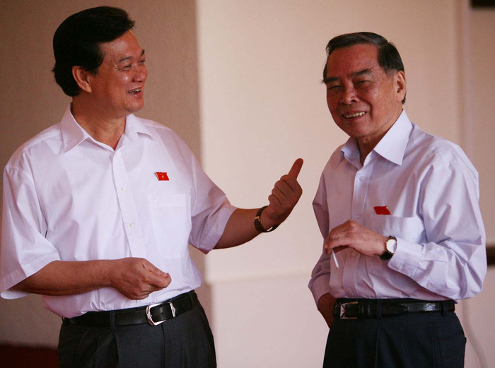 Thủ tướng Phan Văn Khải và Phó thủ tướng thường trực Nguyễn Tấn Dũng trong giờ giải lao của phiên chất vấn và trả lời chất vấn - TT4766-17/06/2006 Viet Dung