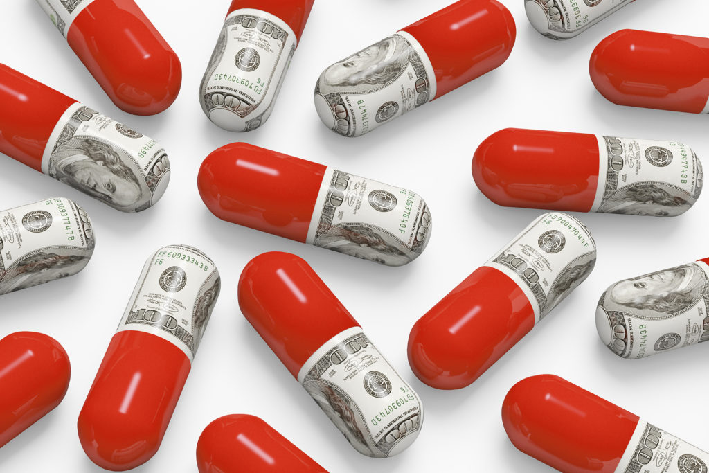Theo dự thảo đưa ra của chính quyền Trump hôm thứ Hai, các loại thuốc được quảng cáo trên truyền hình khiến bệnh nhân chi trả trên 35 USD/tháng đều phải công khai giá. Điều này được cho là giúp kéo giảm giá thuốc.
