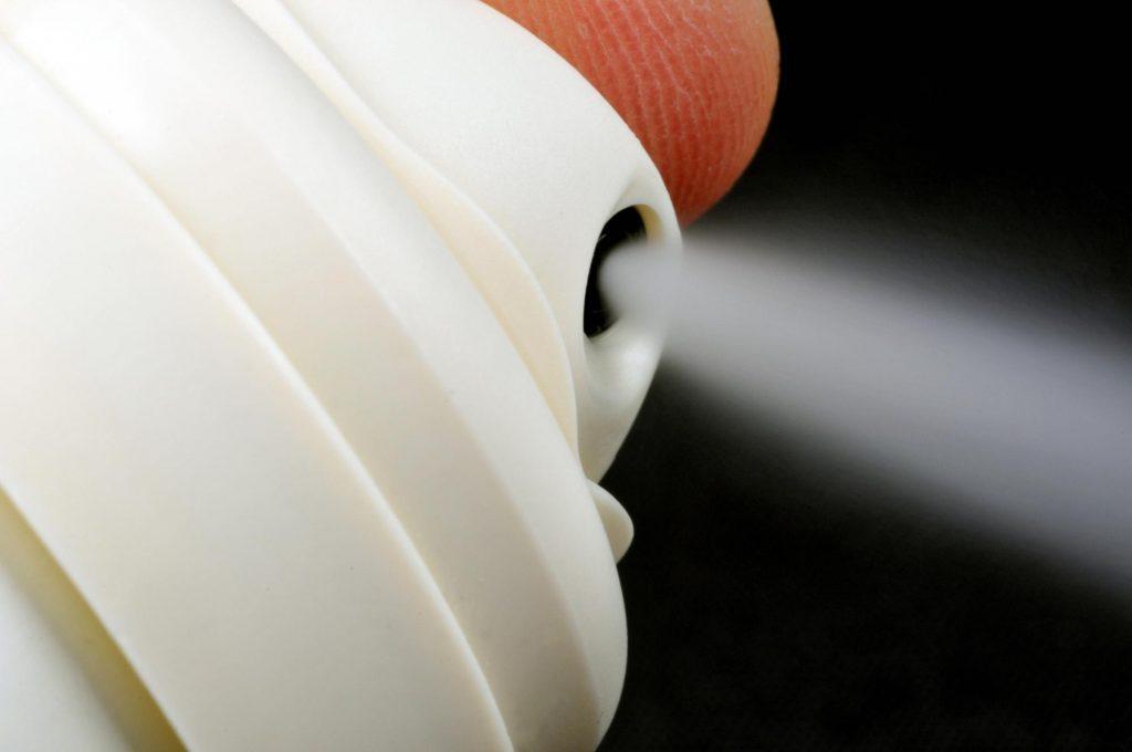 Ca bệnh hiếm này được các bác sĩ Hà Lan báo cáo trong tạp chí BMJ mới nhất, như một cảnh báo về nguy cơ tiềm ẩn của chất xịt khử mùi mà con người chưa biết rõ và quan tâm.