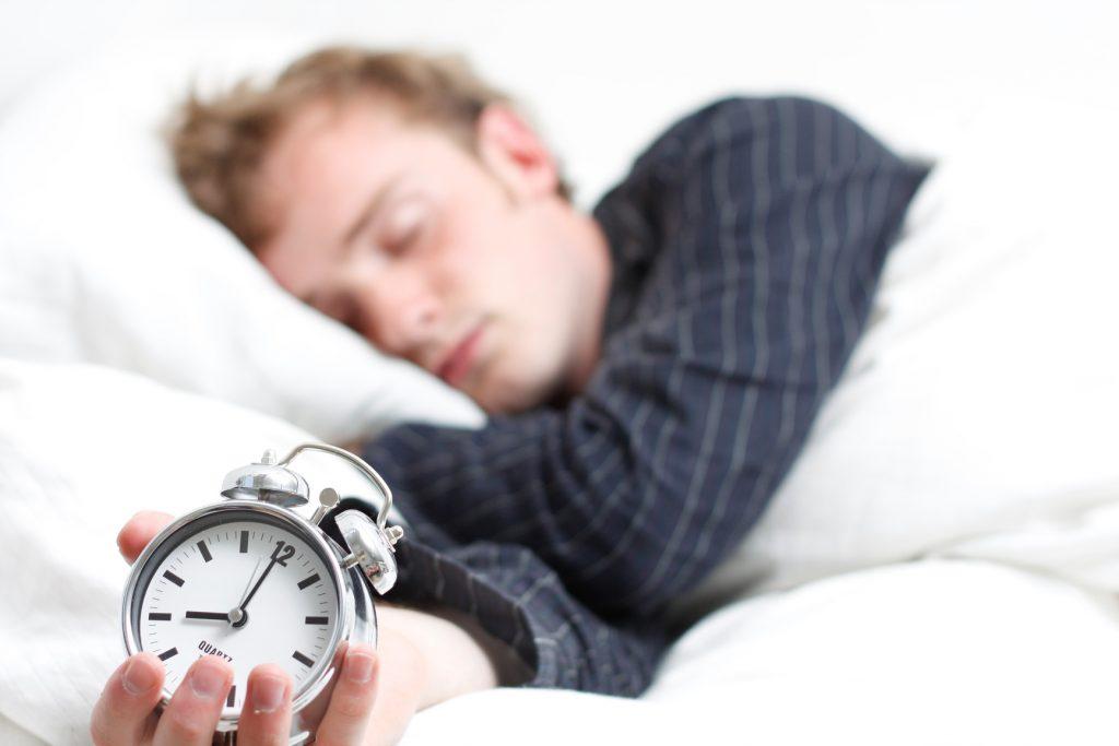 Mỗi người lớn vẫn được khuyên ngủ 6 – 8 giờ/ngày, nhưng một nghiên cứu toàn cầu cho thấy những người ngủ nhiều số giờ này cũng có nhiều nguy cơ mắc bệnh tim mạch và tử vong sớm.