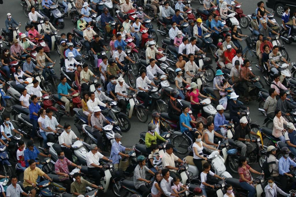 Phương tiện đi lại tăng nhanh hơn khả năng đáp ứng của đường xá là một thách thức lớn của ngành giao thông. Ảnh: L.Q.N
