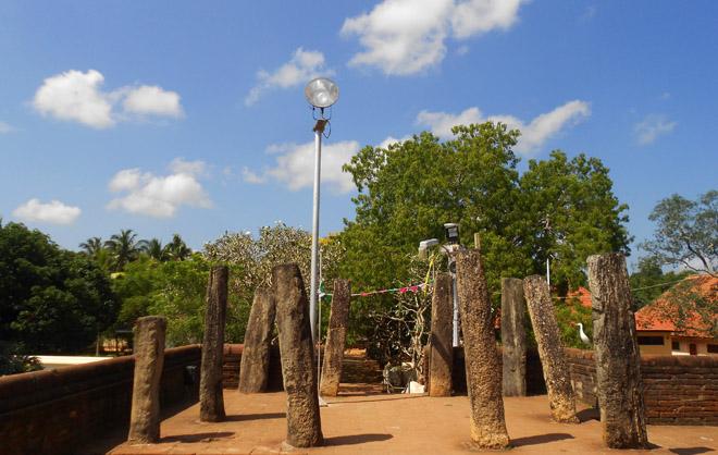 Dấu xưa ngàn năm tuổi ở Kataragama.