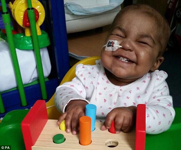 Tháng 6 qua, Layla được tiêm 50 triệu tế bào miễn dịch T biến đổi gen và chỉ sau hai tháng bé đã phục hồi hoàn toàn, không còn tế bào ung thư trong người.