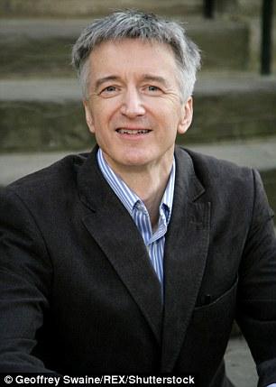 GS Jan Zalasiewicz, Đại học Leicester, là tác giả chính của nghiên cứu phát hiện khoảng năm tỷ tấn nhựa đã được sản xuất kể từ Thế chiến II.