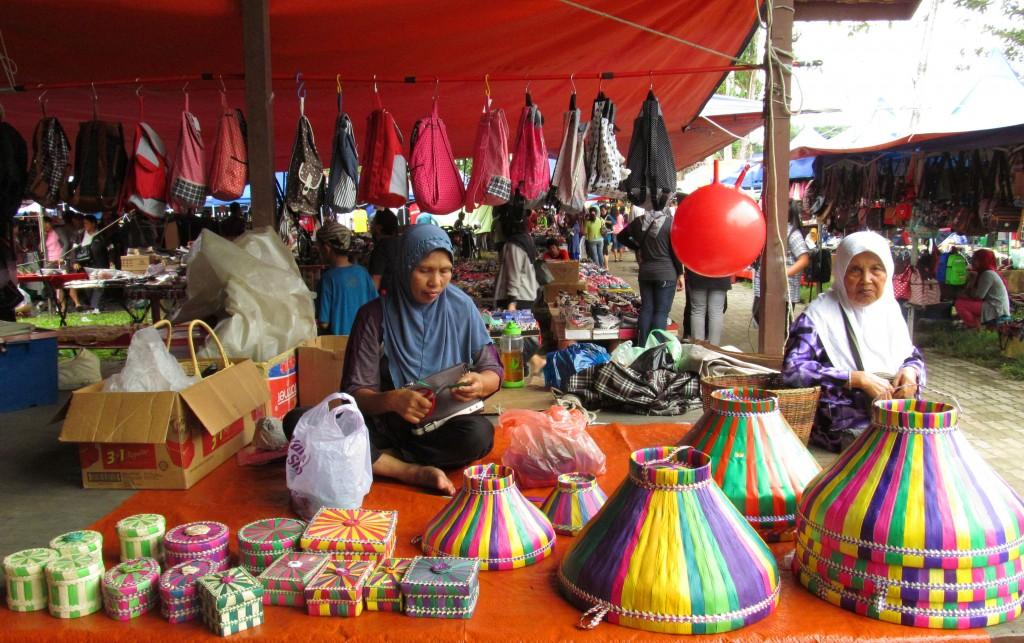2. Những sắc màu rực rỡ chợ phiên Kota Beld, từ những vật dụng tre nứa đơn giản - 1