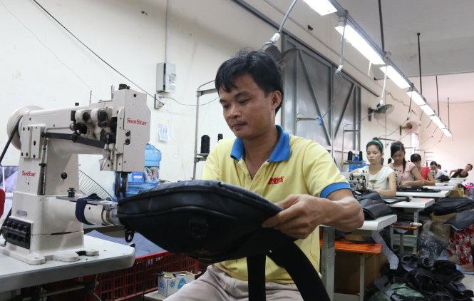Công ty TNHH may túi xách Minh Ti¿n ( H.Bình Chánh, TP.HCM) ang có nhu c§u vay vÑn à mß rÙng s£n xu¥t trong nm 2015. ¢nh: Ti¿n Long