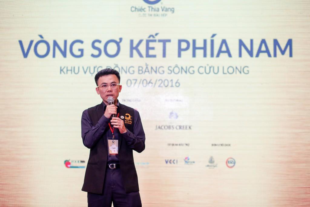 Ông Lý Huy Sáng - Giám khảo khách mời, phó ban tổ chức cuộc thi Chiếc Thìa Vàng 2016 phát biểu khai mạc