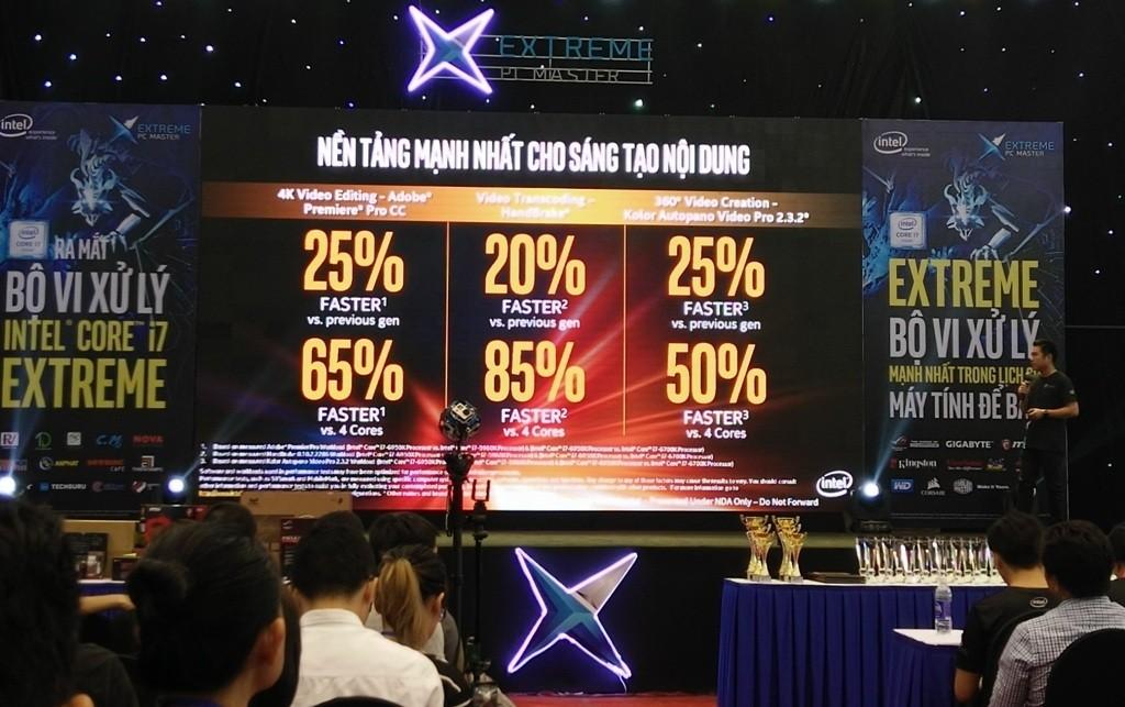 Tổng giám đốc của Intel Việt Nam Trần Đức Trung giới thiệu những tính năng của Core i7 Extreme Edition