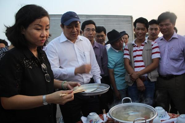 Lãnh đạo TP.Đà Nẵng ăn cá biển trong thời gian gần đây. Ảnh: laodong.com.vn