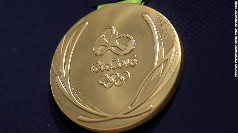 Cận cảnh một tấm huy chương vàng Olympic 2016. Hình: CNN