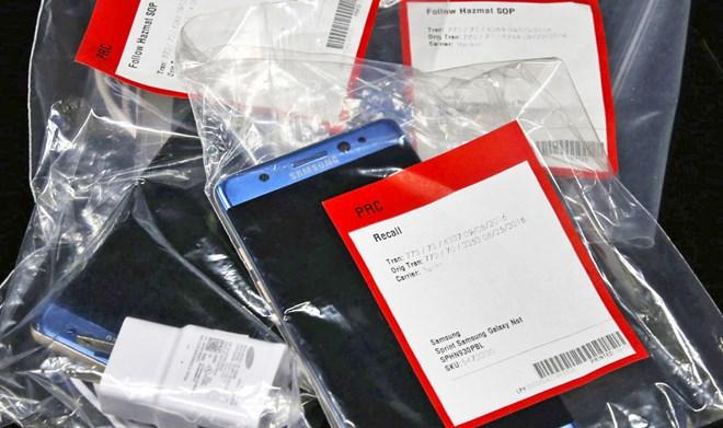 Sản phẩm Note 7 bị thu hồi được đóng gói trong các tui nilon chờ xử lý.