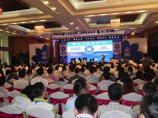 Gần 600 doanh nhân khu vực ĐBSCL có mặt tại diễn đàn để nghe những thông tin hữu ích từ các chuyên gia
