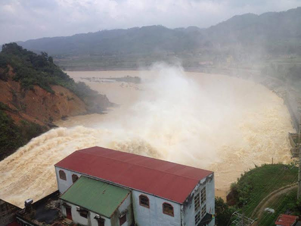 Dự án thủy điện Hố Hô nằm trên sông nhánh lòng dẫn hẹp, độ dốc lớn, không có địa hình thuận lợi làm hồ chứa lớn, nên dự án chỉ có nhiệm vụ tích nước để phát điện, không có dung tích phòng lũ như các hồ thuỷ lợi.