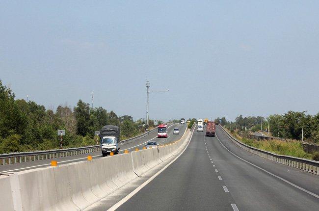 Đoạn cao tốc TPHCM - Trung Lương chỉ có chiều dài 40 km, song tiêu tốn đến 9.880 tỉ đồng - Ảnh: Anh Quân
