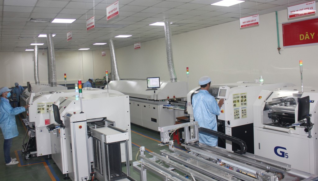 Dàn máy dán chip LED theo công nghệ Nhật Bản trị giá 30 tỷ đồng vừa được Công ty CP Bóng đèn Điện Quang đầu tư.