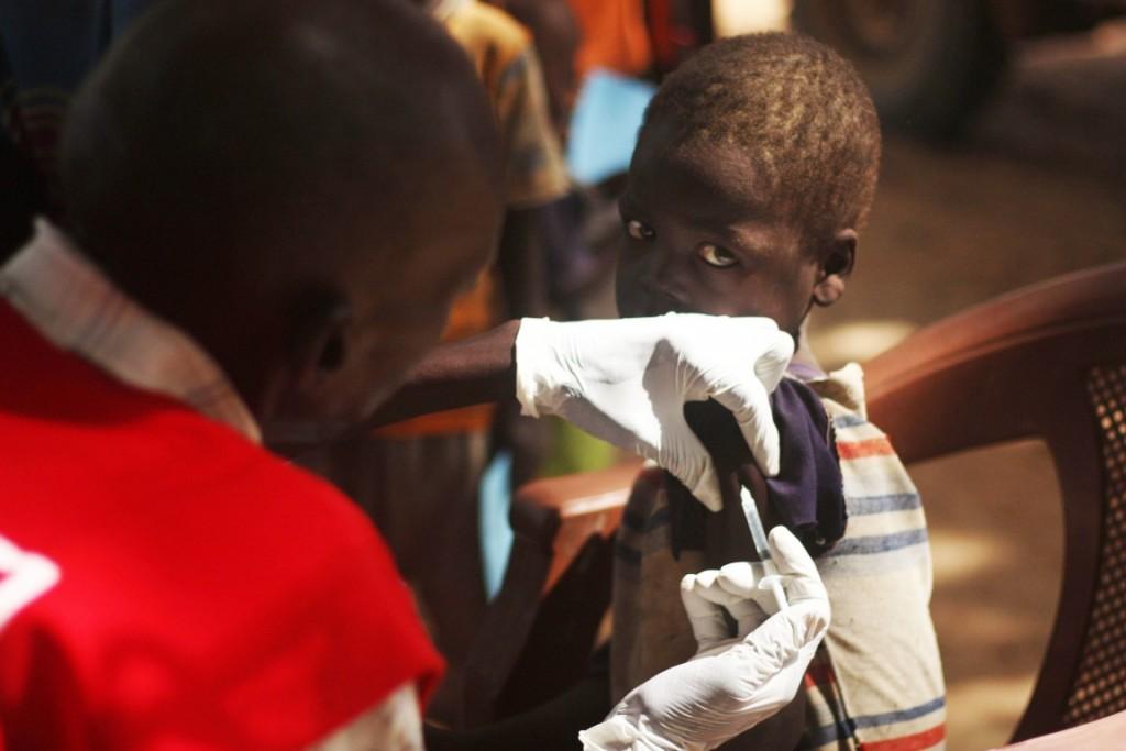 medair-vaccinator-vaccinating-against-measles-in-aweil-north-medair-diana-gorter