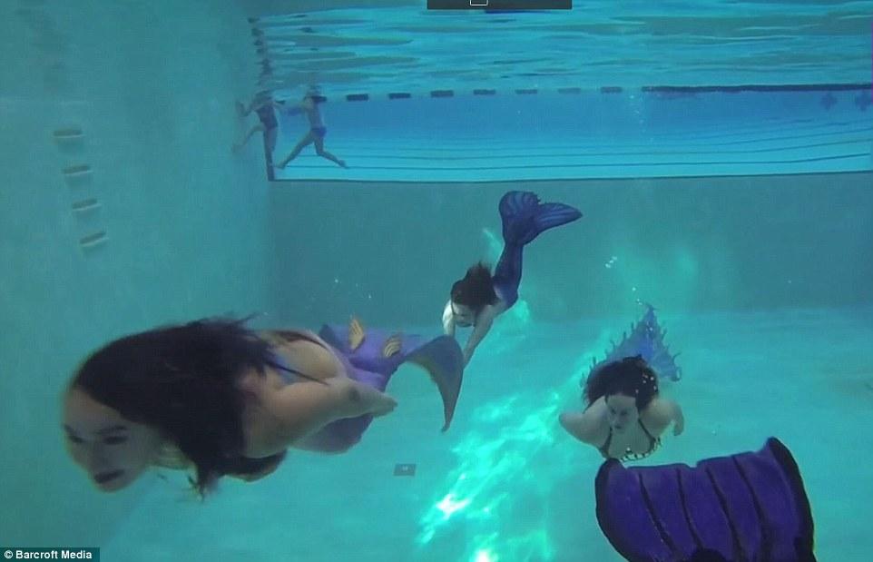 3C2EC38100000578-4125624-Under_the_sea_The_merfolk_frolic_in_a_Seattle_pool-a-29_1484604140126
