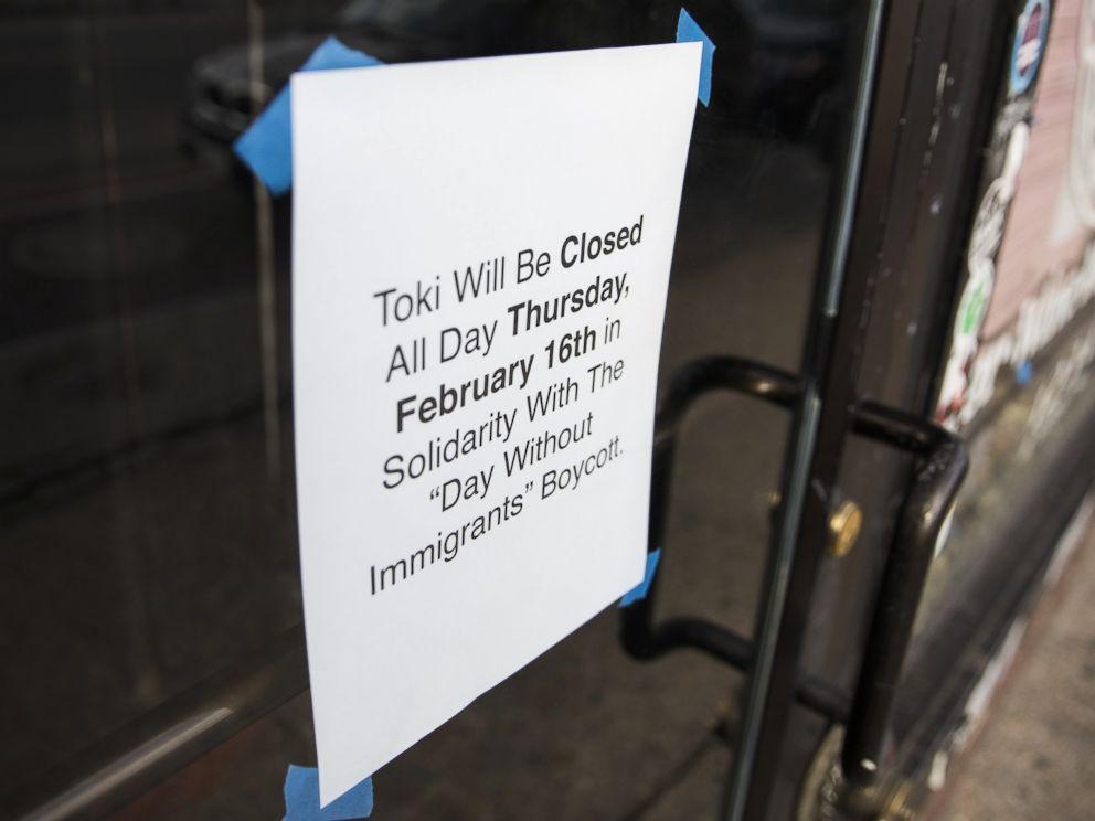 """Thông báo đóng cửa của một nhà hàng nhằm ủng hộ """"Ngày không người nhập cư""""."""