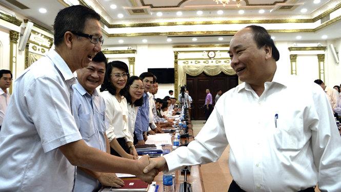 thu-tuong-nguyen-xuan-phuc-tro-chuyen-cung-cac-dai-bieu-1498183943