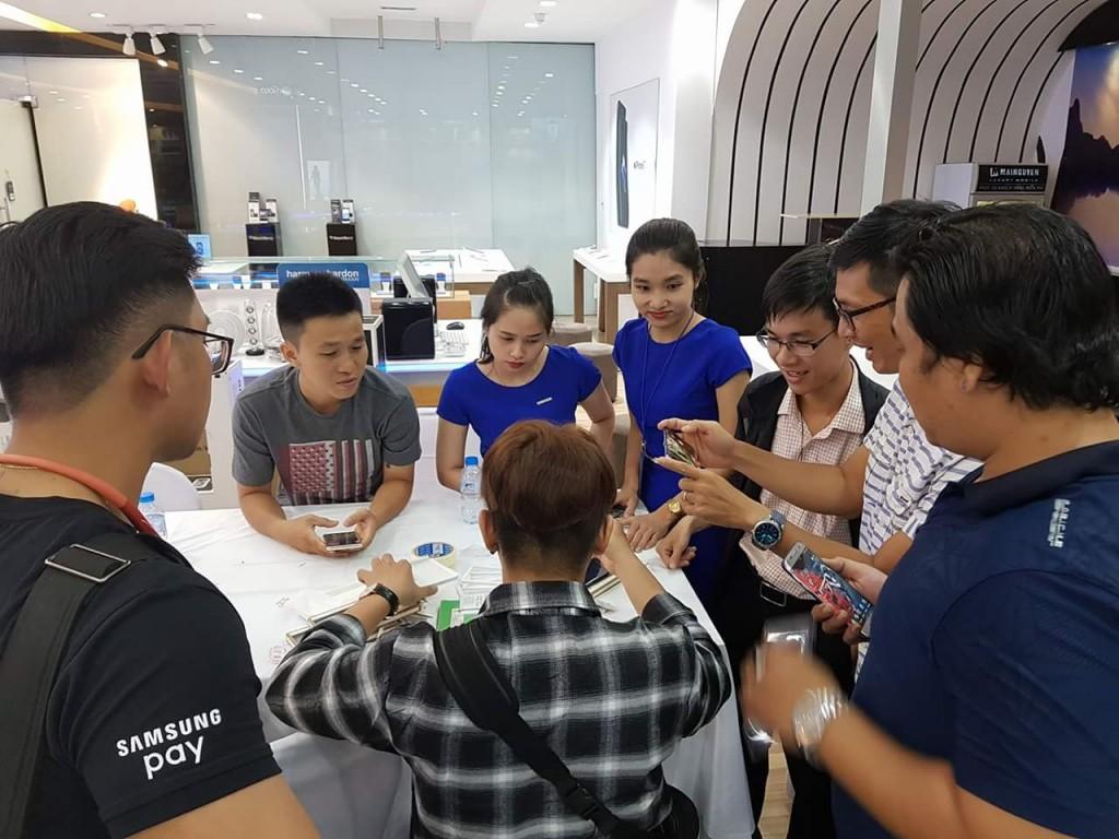 Mai Nguyen mo ban Note8 vao luc 0g ngay 29.9