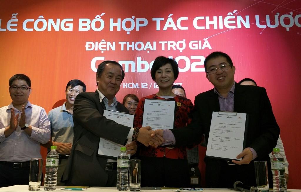 Liên minh 3 nhà (từ trái sang): Samsung, Vietnamobile và FPT Shop mở ra mô hình mới để bán smartphone