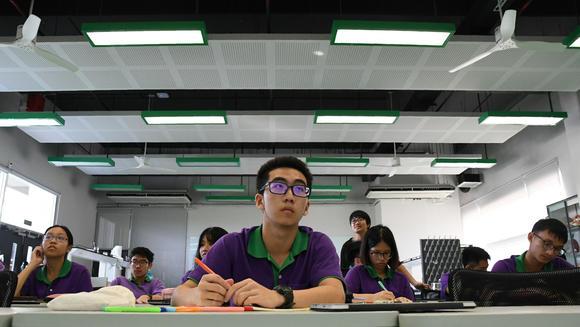 Tại trường KVIS, ngôi trường khoa học sáng giá ở tỉnh Rayong, cứ 1 suất học thì có 70 đơn xin học.