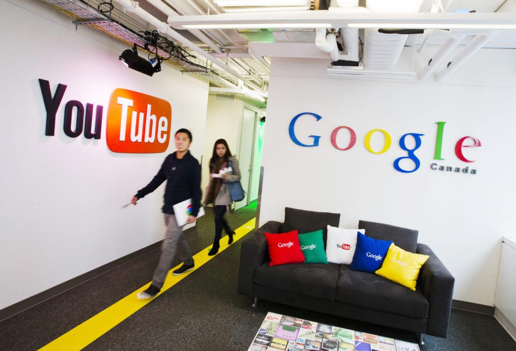 YouTube luôn luôn tìm cách chận view giả nhưng với số lượng hàng tỷ view mỗi ngày, con số công ty để lọt dưới 1% không phải là nhỏ. Trong ảnh là văn phòng mới của YouTube tại Canada. Ảnh: TL