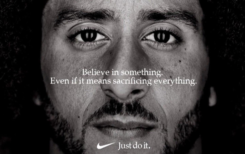Mẫu quảng cáo của Nike nhân sinh nhật lần thứ 30, với câu: Tin vào điều gì đó. Cho dầu làm vậy phải hy sinh mọi thứ. Ảnh: Nike